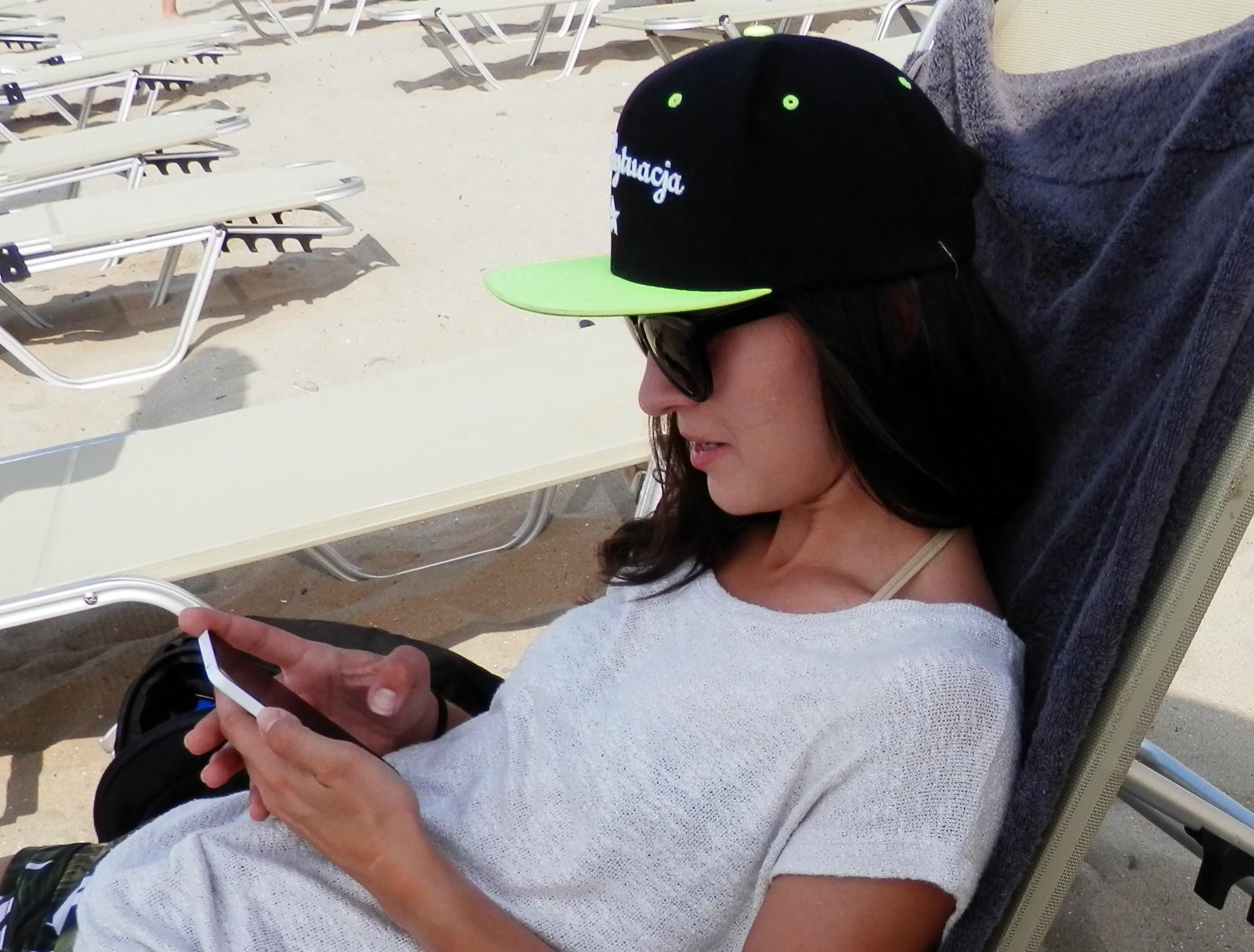 ze smartfonem na wakacje